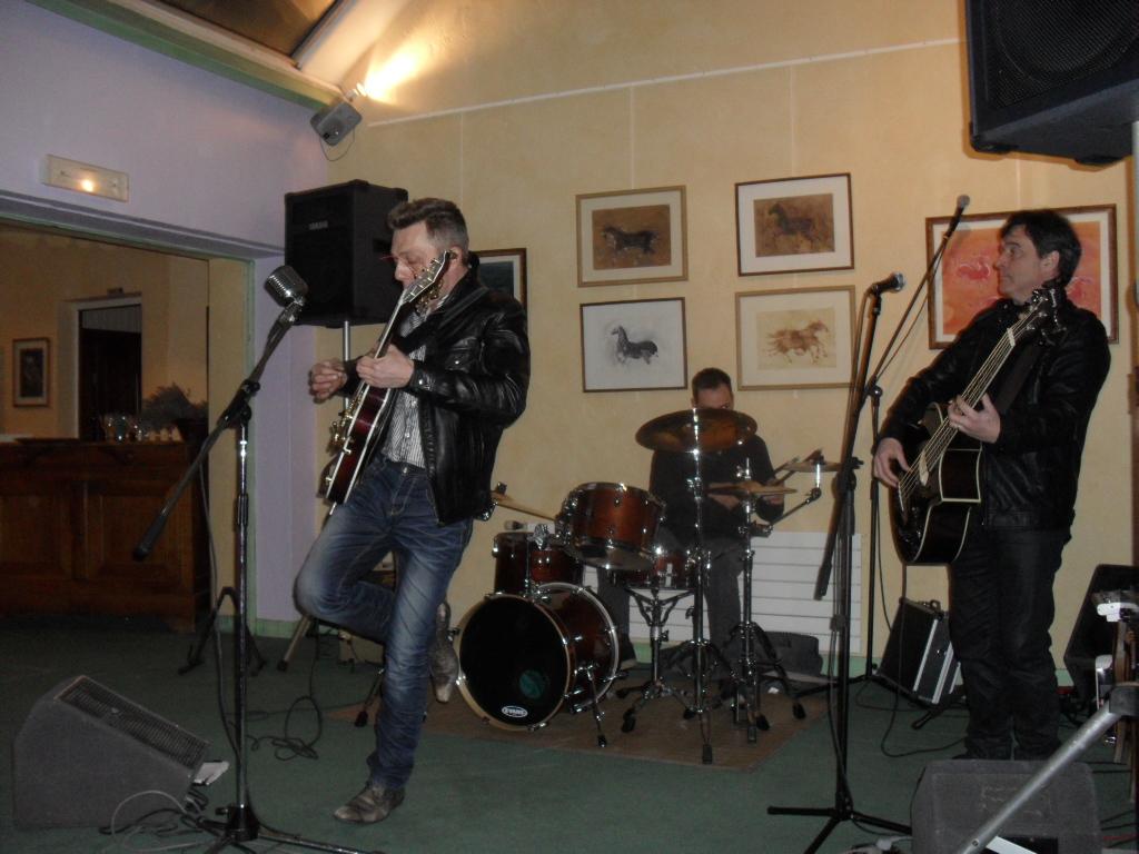 te de la Musique à Cheroy dans l'Yonne  les Zidel's Rock N Rollspecial années 50 60